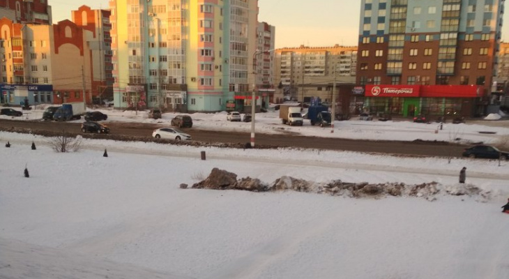 Безопасность превыше всего: в Дзержинске на склоне горы навалили снежную кучу