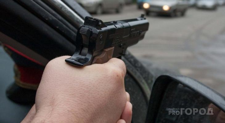 Хулиган ударил полицейского и сорвал с него погоны | Саратов 24 | 400x730