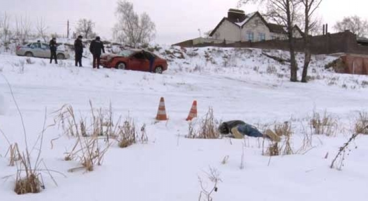 Загадочная авария: в Дзержинске на обочине обнаружили автомобиль, рядом с которым лежал труп (ФОТО)