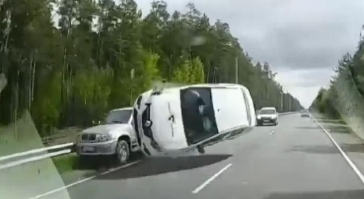 Два человека пострадали в массовом ДТП на Решетихинском шоссе (Видео)