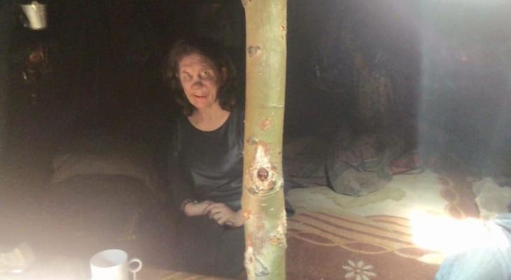 На кладбище в Забайкалье нашли землянку с безногой жительницей Нижегородской области