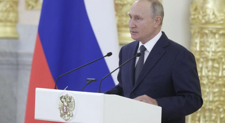 Путин продлил пособия на детей до следующего года