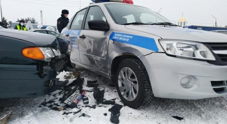 ДТП с легковушкой и машиной ГАИ произошло под Дзержинском