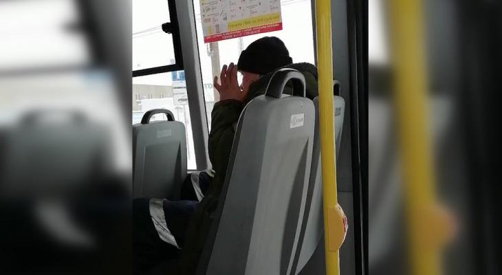 Дзержинец сыграл на губной гармошке в маршрутке