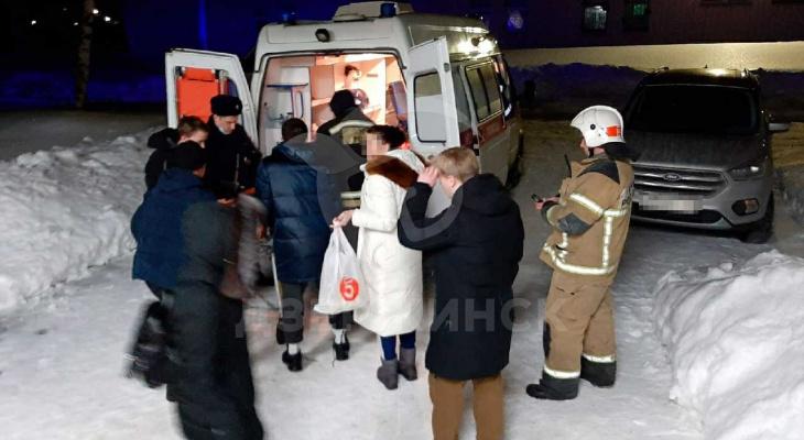 За жизнь девушки, провалившейся в яму с кипятком в Дзержинске, борются медики