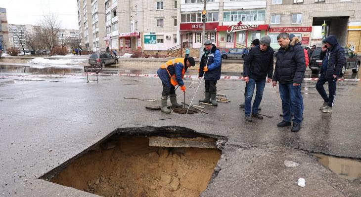 На улице Петрищева в Дзержинске произошел обвал коллектора