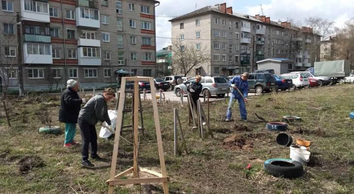 Жители более чем 40 дворов на жилфонде УК «Управдом-Центр» провели субботники