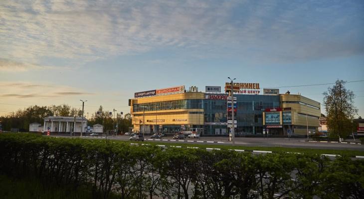 """Торговый центр """"Дзержинец"""" был эвакуирован из-за сообщения о бомбе"""