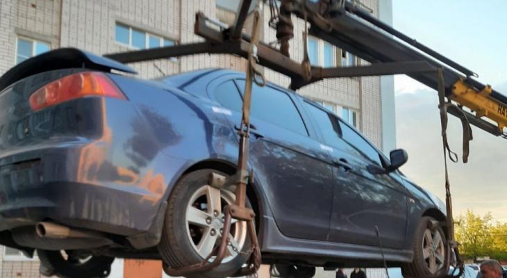 Ежемесячно в Дзержинске за долги по ЖКУ подвергаются аресту судебных приставов от 3 до 6 автомашин